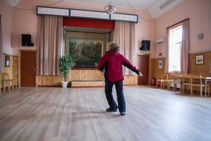Eleonor Halsius tränar med sin grupp i Hede bystuga och i Horndals bruk.