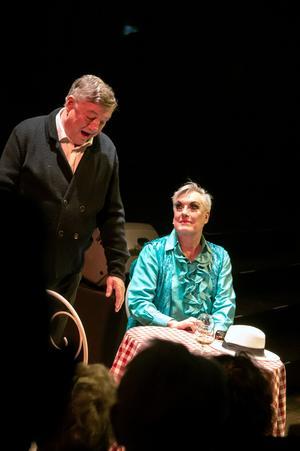 Hans Josefsson som Georges och Lars-Åke Wilhelmsson som Albin spelar en öm kärlekshistoria.