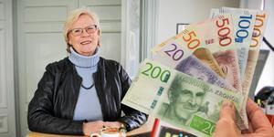 Elizabeth Salomonsson, socialdemokratiskt kommunalråd i Köping, är nöjd med bokslutet för Köping, som visar ett överskott på rekordstora 75 miljoner kronor.  Bilden är ett montage.