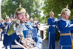 Livgardets dragonmusikkår är en av försvarets tre heltidsmusikkårer. De två andra är Arméns musikkår och Marinens musikkår.