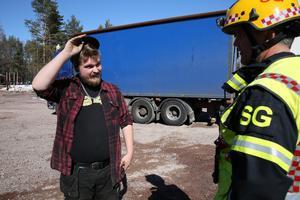 Räddningsledare Stefan Glad, Mora brandkår och lastbilschaufför Patrik  Lindvall var tacksamma att branden kunde släcktes så snabbt.