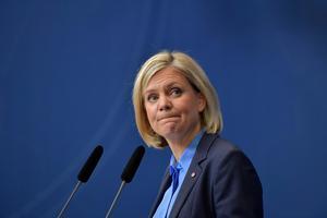 Finansminister Magdalena Andersson (S) presenterar regeringens ekonomiska vårproposition under en pressträff i Rosenbad i Stockholm. Foto: Jessica Gow / TT /