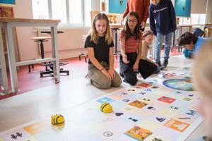 Tyra Sandman och Rania Ingårda tycker att vuxna ska tänka mer på miljön.