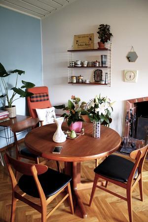 Vackra teakmöbler hemma hos Eleonore Lundkvist.
