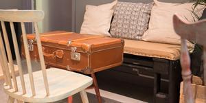 """Taralets inredning sticker ut. """"Idén att ha väskor som bord fick jag för att jag älskar att resa"""" säger Marjorie Sternvad."""
