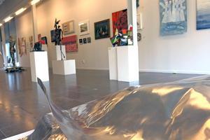111 lokala konstnärer ville ställa ut under Konstcentrums Höstsalong. Hälften kom med.