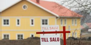Här är listan över de nya fastighetsköpen i Ångermanland. Bland annat har en gård i Kramfors sålts för 3,2 miljoner. Foto: TT