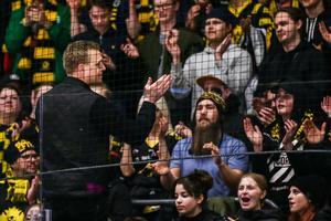 Bert Robertsson tackade fansen efter säsongen. Vem ersätter honom i båset i Skellefteå? Foto: Bildbyrån