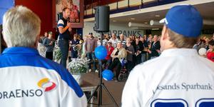 Sparbanksfoajén var fylld med blåvitklädda som ville grattulera Leksans idrottsförening på 100-års dagen.