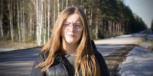 """""""Det är en lättnad att bara ha en sak att fokusera på när man ska ta sig hem istället för tre, fyra olika tider säger Vendela Hjort som skolpendlar mellan Fagersta och Virsbo."""