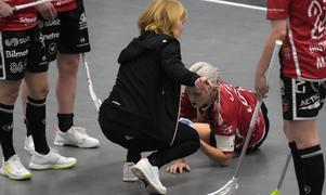 Anna Wijk blev också golvad, men reste sig och var med och avgjorde matchen med tre raka powerplay-mål i slutet av andra perioden.