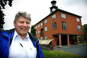 Kjell Israelsson kan tänka sig att ta över Stadshuset tillsammans med Sverigedemokraterna och övriga borgerliga partier.