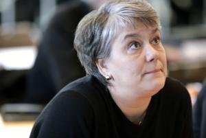 """Åsa Bergkvist (S) ville framhålla att det är """"direkt felaktigt"""" att dementa som bor på Säfsgården kommer att """"tvångsförflyttas""""."""