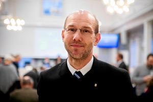 Hans Wiklund tar hjälp av oberoende expertis för att bedöma nya uppgifter i Thelinaffären.