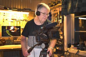 Ingemar Sevemyr har fotograferat och filmat i över 40 år. Dokumentären om stråkbyggaren Peter Westerlund är Ingemars hittills bredaste projekt.