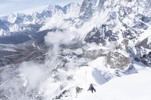 Sanna Kallur under den sista etappens klättring i Himalaya.