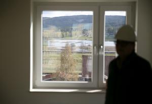 En del av lägenheterna får utsikt mot Åsleden och Limsjön.