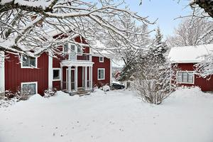 Denna sexrumsvilla i Boda kyrkby, Rättviks kommun, var den tionde mest klickade fastigheten i Dalarna på Hemnet under vecka 52. Foto: Eric Böwes