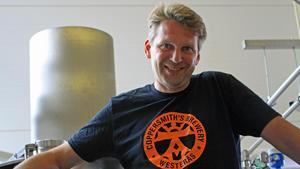 Petri Karhukorpi är VD på de lokala mikrobryggeriet Coppersmith's. Han ser för- och nackdelar med en framtida gårdsförsäljning, men ser ändå fram emot det.