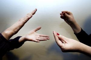 """En teckenspråksmiljö där barnet får """"bada"""" i språket är en förutsättning för god språkutveckling."""