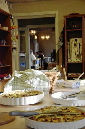 Hemlagat. Den goda maten, och chansen att få dela den tillsammans med andra, är en av orsakerna till att Daledigträffarna i Ramsbergs församlingsgård lockar folk.
