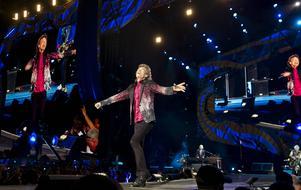 Mick Jagger jagar upp publiken under Rolling Stones historiska konsert i landet.