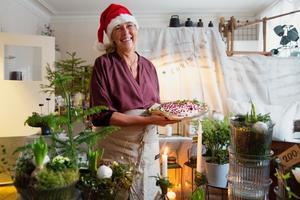 Anna-Lena Olsson hade herrgården öppen där besökarna kunde köpa julfika, jultallrik, blommor och inredning.