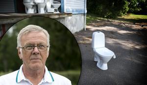 Fotomontage: Mikael Hellsten. Någon smög till baksidan av Bad & Toaspecialisten i Falun för att göra sina behov i en gammal toalett.