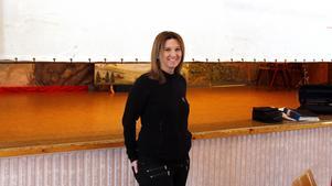 Vita duken rullas ner och Marlene Lindström är glad över biosatsningen på bygdegården.