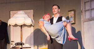 Ida Jensen och Nicklas Lind som Cornelia och  Justus.