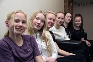 Kurbits-crew. Från vänster:  Leia Andersson, Matilda Eriksson, Alvin Sommar och Lisa Andersson från Leksand, Eden Rickardsdotter och Emilia Lamell från Falun. Philippa Davidsson, Falun, ingår också i gruppen men är inte med på bilden.