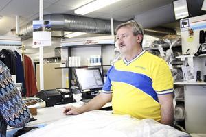 Pennemos platschef Antonio Besso har blivit nedringd av oroliga kunder, som undrar hur de ska få ersättning för förstörda plagg.