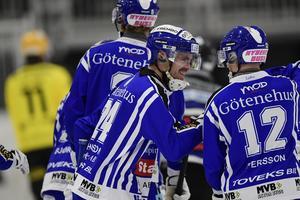 Villa Lidköping hade anledning att vara glada på onsdagen. Två nya poäng in på kontot efter 8–3 mot Vetlanda. Bild: Mikael Fritzon / TT