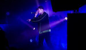 När Fricky körde låten Mästerort bad han publiken föreställa sig att de stod vid Ljungan.