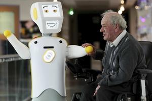 Irlands första sociala robot. Kan det vara något för äldreomsorgen i Ljusnarsberg?
