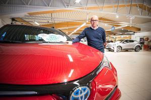 Holmlunds bil behöver större lokaler om verksamheten ska kunna växa förklarar Hans Holmlund. Han tycker att det skulle vara roligt att bygga en ny bilhall i Bergsnäs.