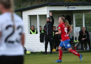 Förre Kif Örebro-tränaren George Papachristou fortsätter som huvudtränare för ÖSK Damfotboll 2021, men frågan är vilket spelarmaterial han kommer ha att tillgå.
