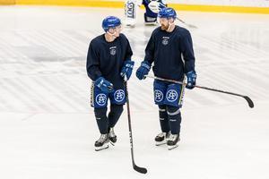 Patrik Zackrisson och Mattias Ritola under fredagsträningen i Leksand.