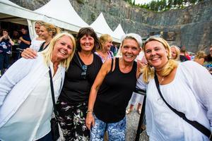Susanne Svedberg, Helen Eriksson, Anneli Sjöberg och Johanna Thunholm var samlade och taggade inför spelningen!