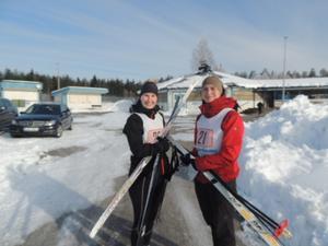 Frida Wigren och Elin Thyrsson gör sig redo för 5 kilometer.