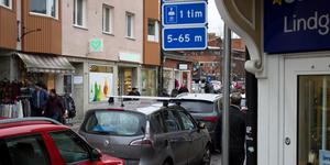 Parkeringsskylten på Tullportsgatan. För att din parkering ska vara korrekt måste du stå fem meter bakom skylten.