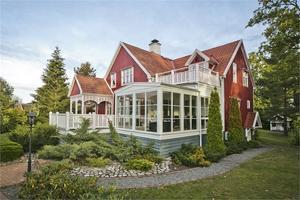 Bredablicksvägen 8 är till salu för 5 495 000 kronor. Fastigheten klickades mest under förra veckan på internetsajten Hemnet. Foto: Fastighetsbyrån.