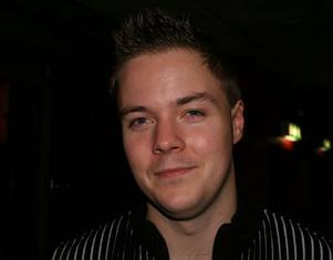 Patrik Karlsson, 25 år, Gävle, arbetar.Har du köpt någon julklapp ännu?– Ja, två–tre stycken.När är det okej att börja förbereda inför julen?– Ungefär en månad innan.
