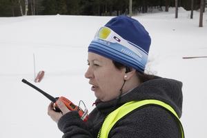 Tävlingsledare Kristin Fahlén höll koll på organisationen kring de olika grenarna.