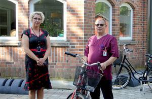 Petra Vedebrand och Besim Dindic ser gärna att fler söker jobb inom äldrevården.