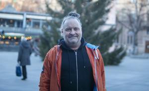 Peter Dahlgren: – Jag river den och kastar. Det kommer alltid en påminnelse ändå och då betalar jag. Jag får en sådan ångest att det kan förstöra en hel dag.