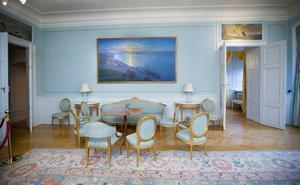Målningen på väggen är gjord av Eugène Jansson och föreställer Söder Mälarstrand i Stockholm.