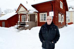 Kurt Fosselius i 100-årsjubilerande Säters Hembygdsförening välkomnar nya medlemmar.
