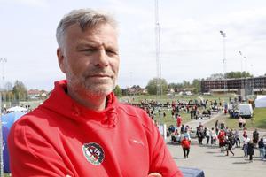 – Det är häftigt att se alla åldrar spela tillsammans, säger Niklas Aronsson.