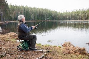 Ljustjärn är en av de tre sjöarna där föreningen planterar ut fisk.